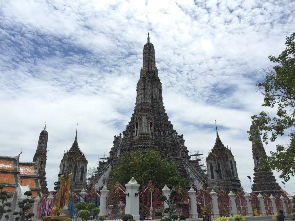 using_prepaid-sim_iphone-6-plus_in_bangkok